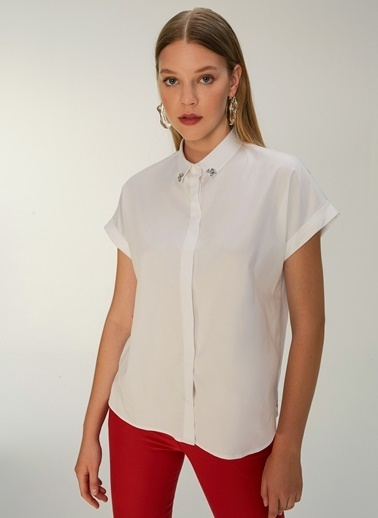 NGSTYLE Yakası Taş İşlemeli Kısa Kol Gömlek Beyaz